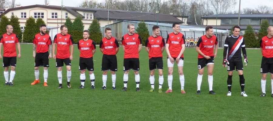 Piłkarze Startu Nidzica po zwycięstwie nad zespołem Wicher Gwiździny 3:0 objęli samodzielne prowadzenie w rozgrywkach A-klasy