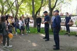 Dzielnicowi z wizytą u węgorzewskich licealistów