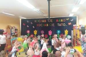"""Kocham Cię mamo, kocham Cię tato""""- uroczystość w Przedszkolu Publicznym nr 2 w Bartoszycach"""
