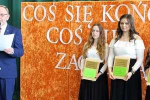 Zakończenie szkoły przez uczniów klas czwartych ZSZ w Kurzętniku