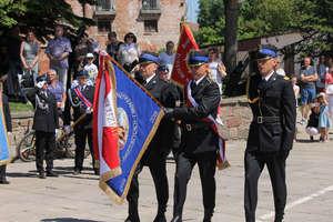 Strażacy z Bartoszyc mają sztandar. Wręczono im go podczas wojewódzkich obchodów Dnia Strażaka w Bartoszycach