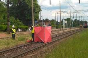 Tragedia na przejeździe kolejowym. Nie żyje kobieta