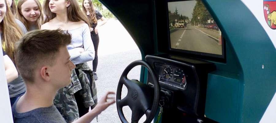 Uczniowie mieli też możliwość skorzystania z symulatora jazdy nietrzeźwego kierowcy.
