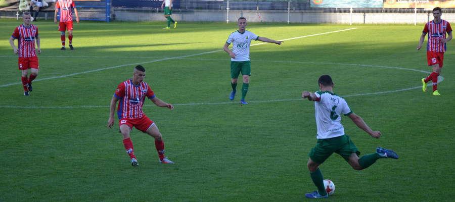 W meczu rozegranym awansem Sokół był minimalnie lepszy od Świtu