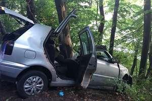 Tragiczny finał samochodowej przejażdżki. Nie żyje 21-letni kierowca