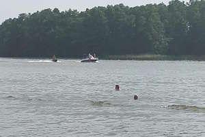 Pływający ludzie między skuterami i żaglówkami! Obrazy grozy na plażach w Iławie