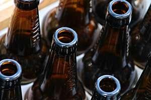 GIS wycofuje piwo ze sklepów. W butelkach może być szkło!