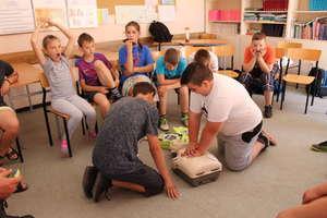 Warsztaty udzielania pierwszej pomocy w szkole w Bezledach. ZDJĘCIA