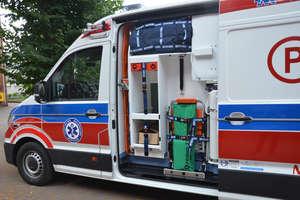 Powiat zrobił zakupy. Nowa karetka i bus do przewozu osób niepełnosprawnych