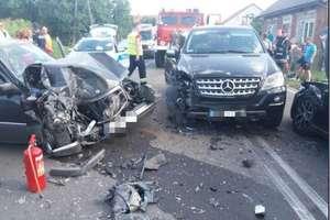 Zderzenie trzech aut, nietrzeźwa kierująca, troje dzieci w szpitalu, czyli wypadek na DK 58 [AKTUALIZACJA, ZDJĘCIA]