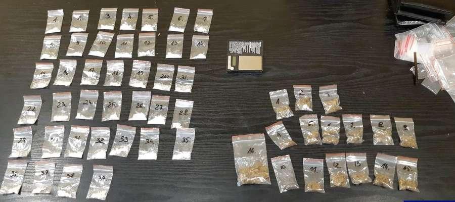 Policjanci znaleźli przy mężczyźnie amfetaminę i marihuanę
