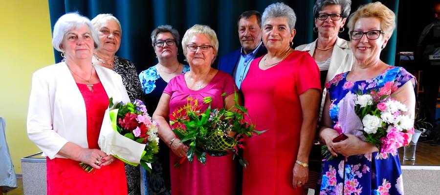 Zarząd Stowarzyszenie Rozwoju Gminy Kurzętnik podczas imprezy jubileuszowej
