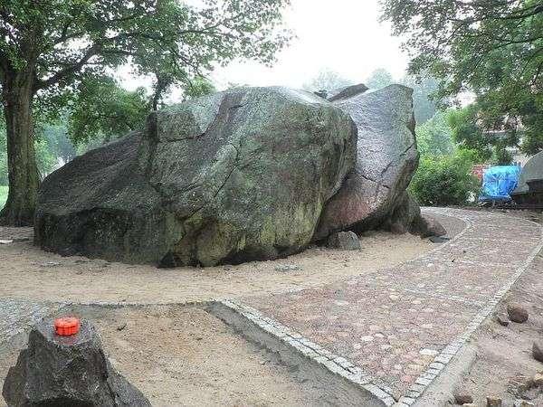 diabelski kamień w bisztynku - full image
