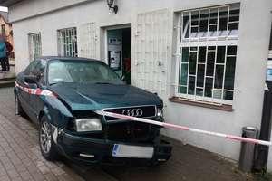 Tragedia przed sklepem. Kierowca audi śmiertelnie potrącił mężczyznę