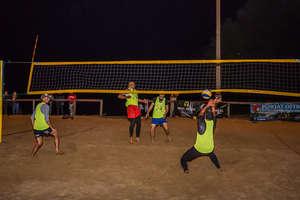 Olsztynianie byli najlepsi w nocnym turnieju siatkówki plażowej [zdjęcia]