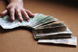 Uwaga na oszustów! Wyłudzili 100 tys. zł od mieszkanki Olsztyna