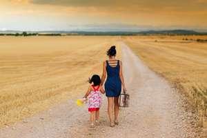 Poradnik: Na co może liczyć samotna matka?