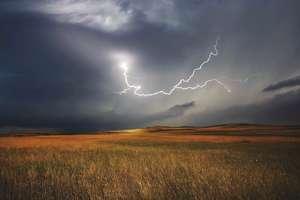 Uwaga! Nadchodzą burze z gradem. Jest ostrzeżenie dla naszego regionu