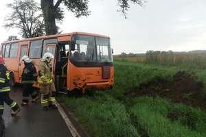 Wypadek autobusu w Wozławkach. Pasażerka w szpitalu