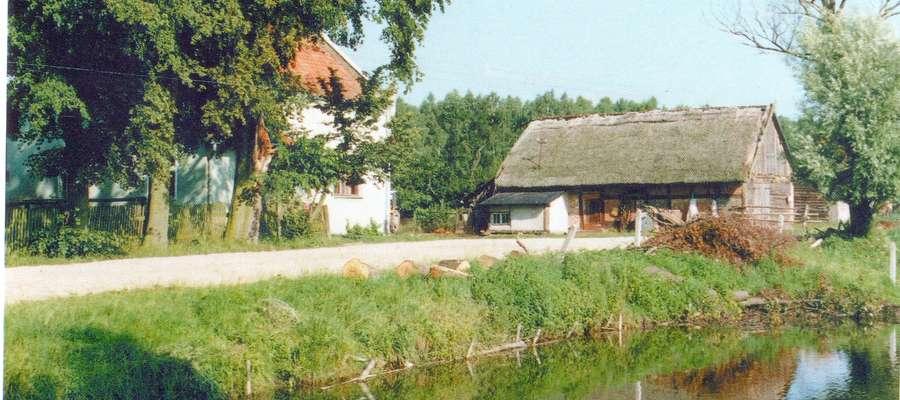 Leszczyna ok. 1996 – centrum wsi