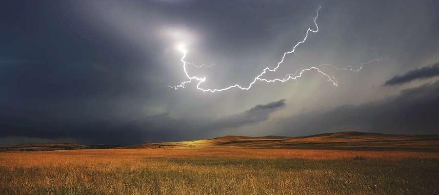 Uwaga może być niebezpiecznie. Synoptycy ostrzegają: nadchodzą burze nad Warmię i Mazury