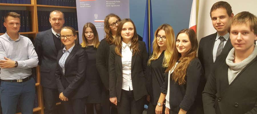 Członkowie koła  Ius Homini z Wydziału Prawa i Administracji UWM