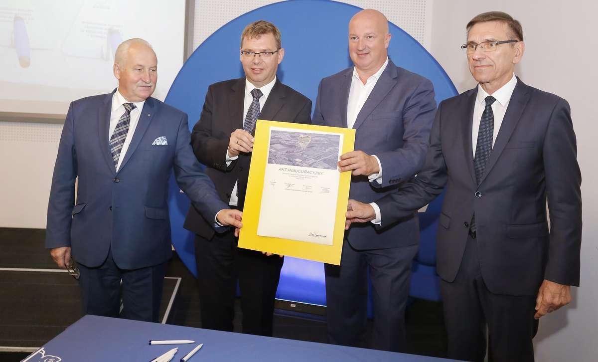 Wmurowanie kamienia Michelin  Olsztyn-Firma Michelin zainwestuje 210 milionów złotych w budowę nowoczesnej ciepłowni gazowej i gazociągu na terenie olsztyńskiej fabryki opon