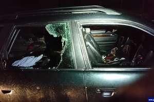 Swoje auto zdewastował, inne ukradł i potrącił mężczyznę.