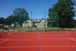 Uczniowie szkoły w Elgnowie mają nowe boisko