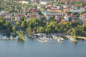 Policjanci szukają świadków wywrócenia się łodzi na jeziorze Niegocin
