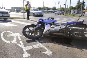 Zderzenie mercedesa z motocyklistą na skrzyżowaniu w Olsztynie [ZDJĘCIA]