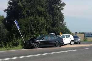 Wypadek na trasie Olsztyn - Ostróda. Dwie osoby trafiły do szpitala