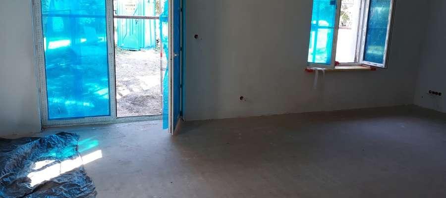 Trwa remont budynku w Zielonce Pasłęckiej