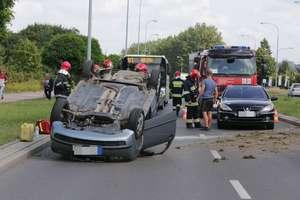 Dachowanie w Olsztynie. Droga wylotowa była zablokowana [ZDJĘCIA]