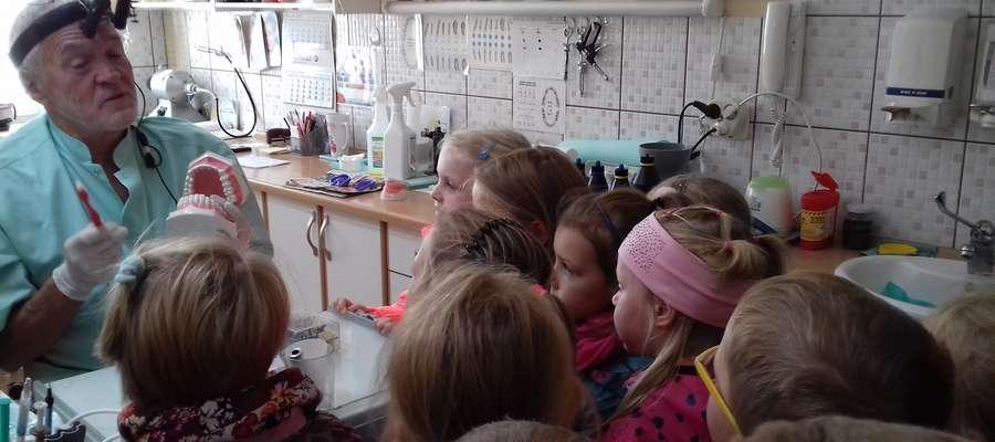 W czasie wizyty przedszkolaków u stomatologa