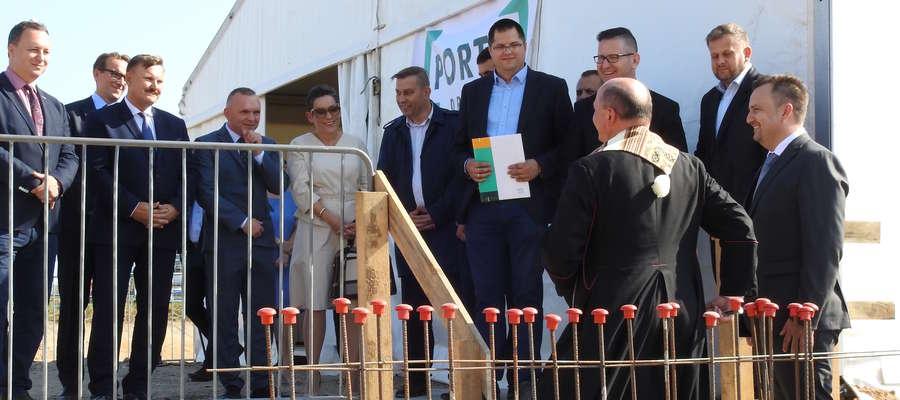 Po wmurowaniu i poświęceniu Kapsuły Czau z aktem erekcyjnym inwestycji oraz Gazeta Nidzicką