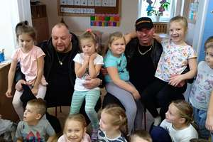 Aktorzy odwiedzili dzieci z Przedszkola Publicznego nr 2 w Bartoszycach