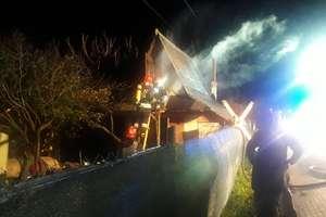 Pożar drewnianego domku. W środku była butla z gazem