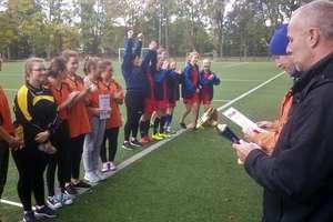 Dziewczyny grały w piłkę nożną o mistrzostwo powiatu oleckiego