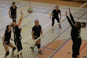 Siatkarska liga kobiet w Bartoszycach rozpoczyna rundę rewanżową