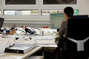 Czy można mierzyć pracownikom temperaturę ciała? Czy praca zdalna obniża pensję? Poradnik dla pracodawców i pracowników na czas walki z koronawirusem