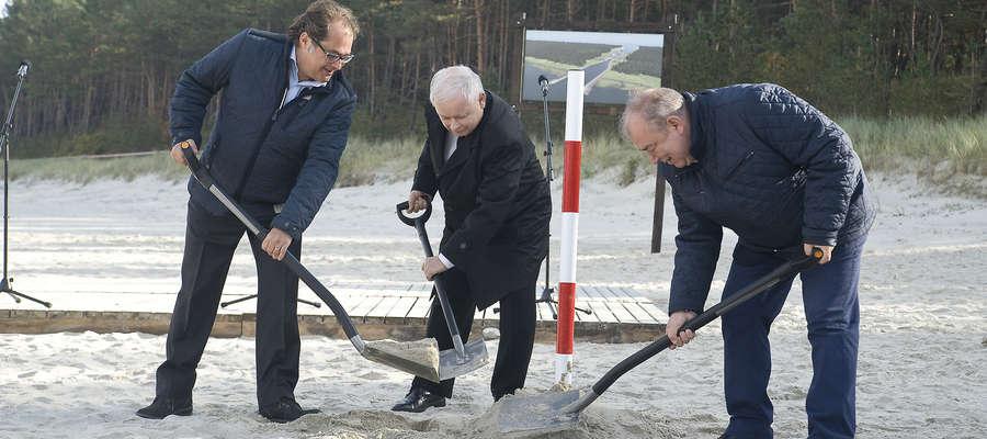 Od lewej: minister gospodarki morskiej i żeglugi śródlądowej Marek Gróbarczyk, prezes PiS Jarosław Kaczyński i poseł Jerzy Wilk