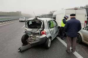 Uwaga ślisko – policjanci ostrzegają kierowców i apelują o rozwagę