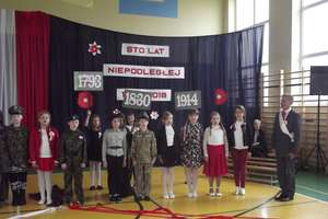 """""""Dwójka"""" uczciła 100-lecie niepodległości"""
