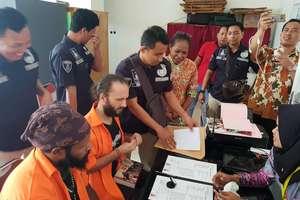 Olsztynianin trafił do indonezyjskiego więzienia. Przyjaciele walczą o jego uwolnienie
