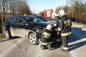 Zderzenie dwóch samochodów na drodze krajowej 57 za Bisztynkiem