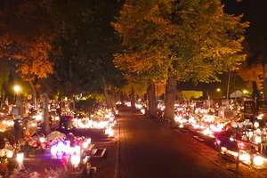 Uroczystość Wszystkich Świętych na nowomiejskich cmentarzach [NOWE ZDJĘCIA NOCNE]