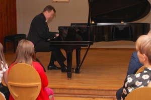 Karol Radziwinowicz zaprezentował utwory Ignacego Paderewskiego