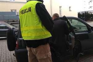 Podczas ucieczki usiłował potrącić policjanta