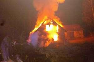 Ogień znów bez litości. Spłonął dom